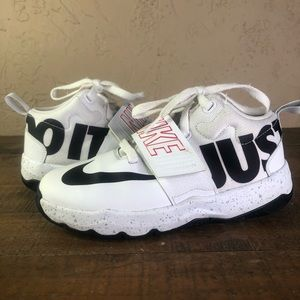 Nike team hustle just do it youth 1.5 sneakers